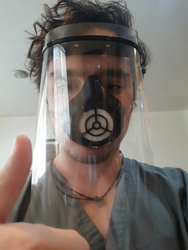 Mascarilla tipo soldador con careta de acetato removible y tapaboca de resina con filtro intercambiable